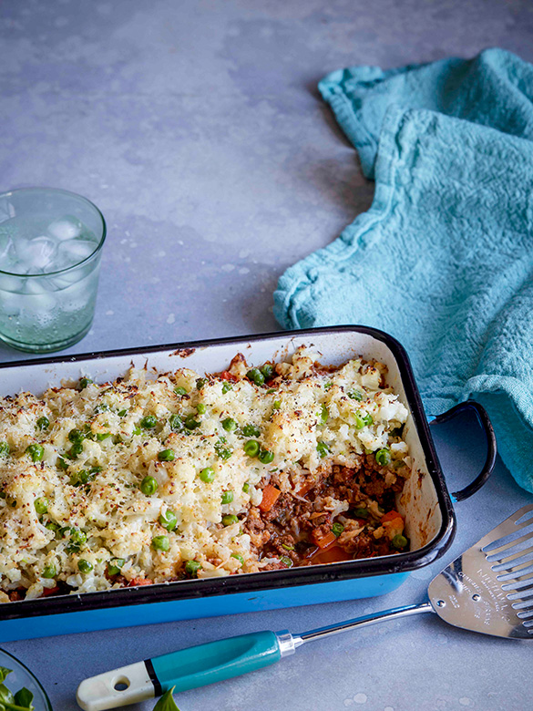 Beef cottage pie with cauliflower and pea topping